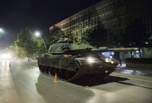 Quân đội Thổ Nhĩ Kỳ đảo chính, hơn 190 người chết - Ảnh 9